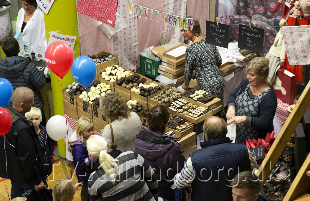 Hanne Mølsmark fra Fionas Verden er klar med flere tusinde flødeboller. Arkivfoto: Jens Nieslen