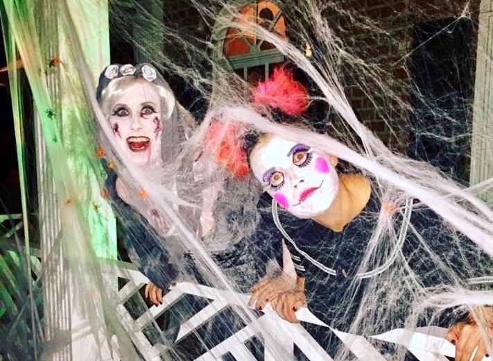 De voksne var også klædt ud i anledning af Halloween, da de boede i USA. Privatfoto.
