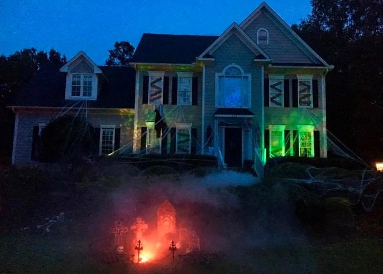 Huset i North Carolina, USA, når det var pyntet op til Halloween. Privatfoto.