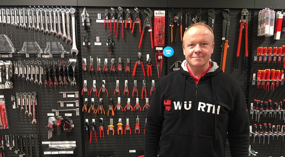 Butiksleder Kim Bo Poulsen ser frem til at tage imod kunderne i den ny Würth butik i Kalundborg. Foto: Würth