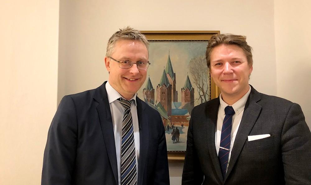 De to lokalvalgte folketingsmedlemmer,Jacob Jensen (V) og Rasmus Horn Langhoff (A) har begge arbejdet målrettet på, at få maskinmesteruddannelse til Kalundborg. Privatfoto