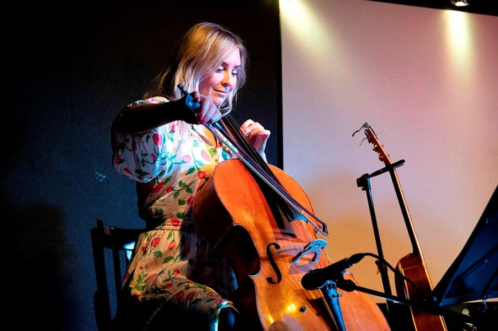 Live Johansson på cello. Foto: Jens Nielsen