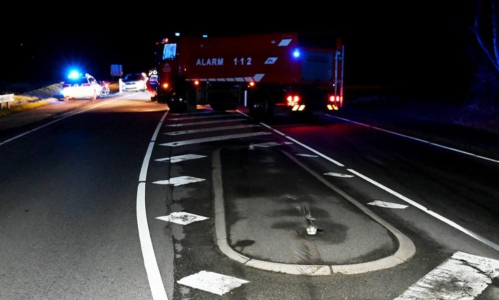 Helleanlæggene på begge sider af krydset til Toelstangsvej blev påkørt. Foto: Jens Nielsen