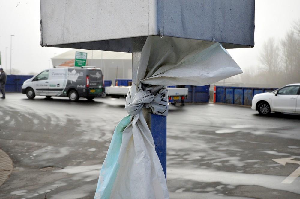 Plast der kan slås en knude på skal i plastfolie. Foto: Jens Nielsen