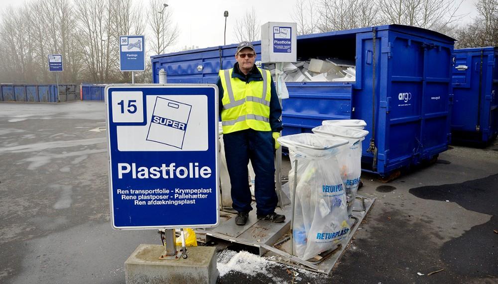 Medarbejder Tom Christensen, klar til at hjælpe borgerne. Foto: Jens Nielsen