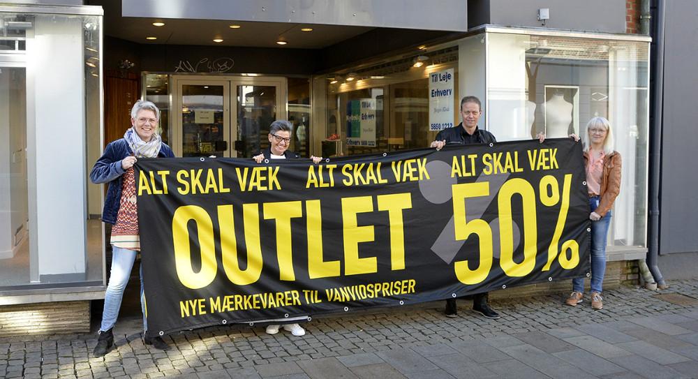 Susanne Borrild og Annette Pihlman, Butik A, slår dørene op for en outlet butik i Kordilgade, sammen med Anne og Michael Jørgensen fra Skoringen. Foto: Jens Nielsen