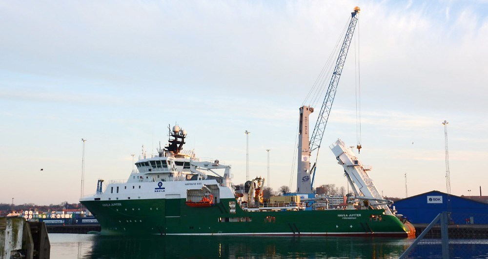 Havila Jupiter har fået udskiftet en 100 tons tung plov i Kalundborg. Foto: Kalundborg Havn