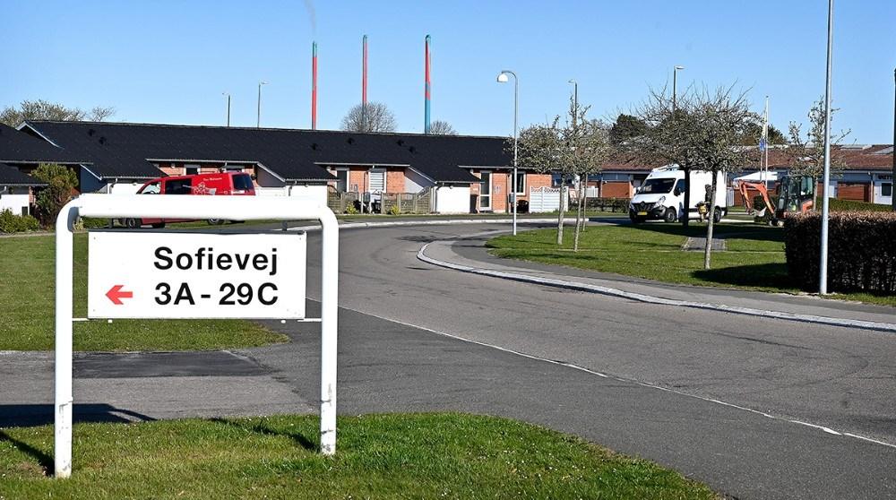 Dele af Sofievej i Høng spærres for trafiki mens der arbejdes på kloakledningen. Foto: Jens Nielsen