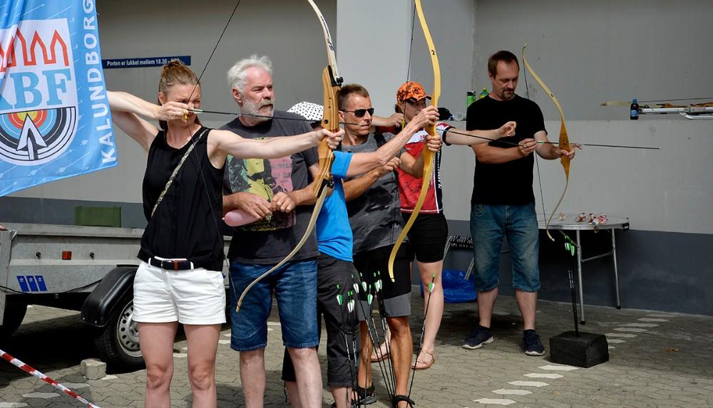 Bueskytteforeningen oplevede stor interessen. Foto: Jens Nielsen