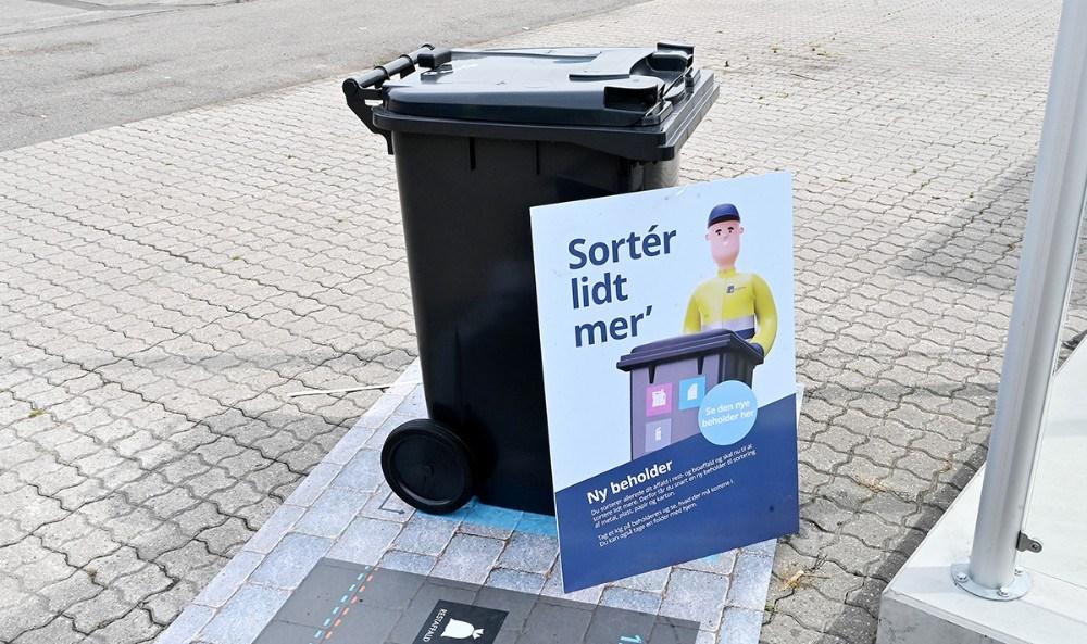 De nye affaldsbeholdere er udstillet flere steder i kommunen, bl.a. her på genbrugspladsen i Kalundborg. Foto: Jens Nielsen