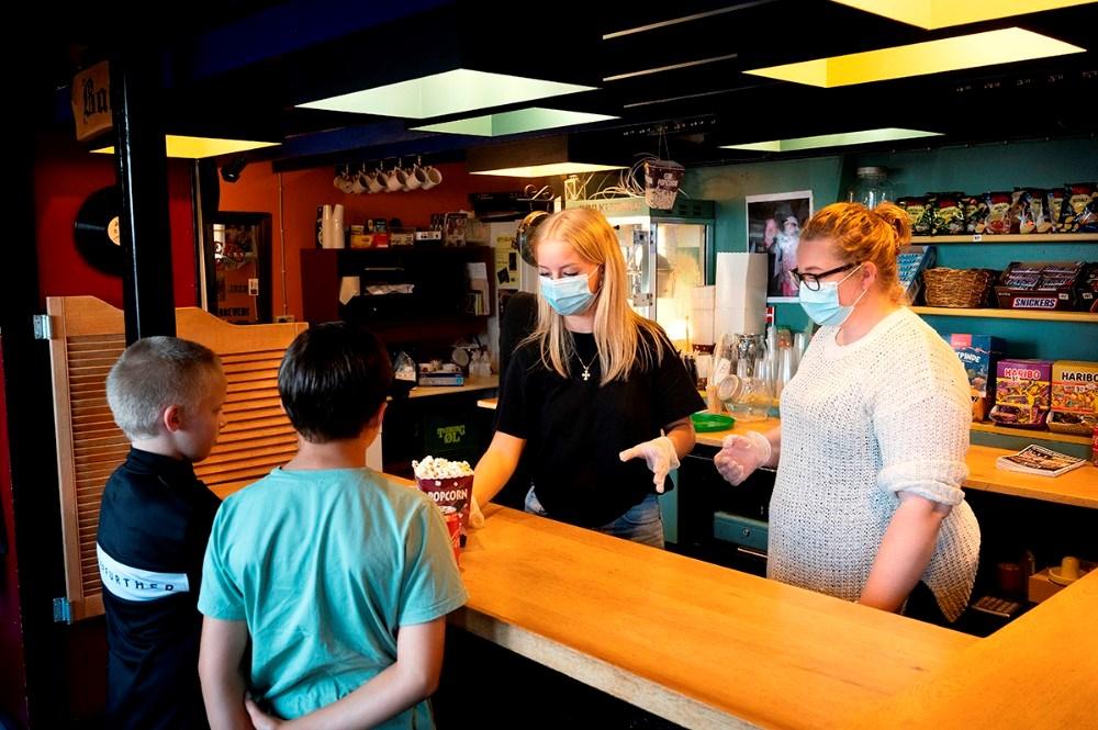 I baren kan købes sodavand, popcorn og slik. Foto: Jens Nielsen
