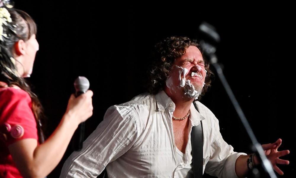 Rosas musiker Palle, med hele hovedet fyldt med skum. Foto: Jens Nielsen