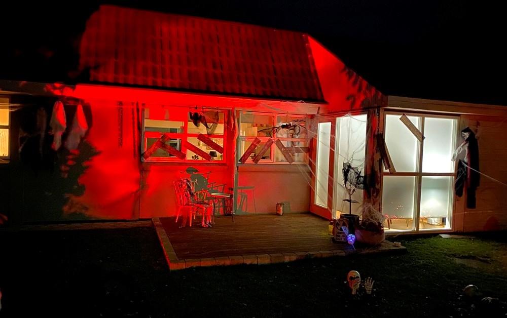 Huset i Kalundborg pyntet op til Halloween. Foto: Gitte Korsgaard.