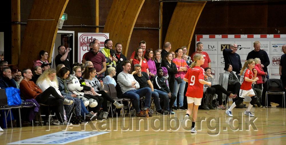 Masser af forældre møder op for at følge kampene. Foto: Jens Nielsen