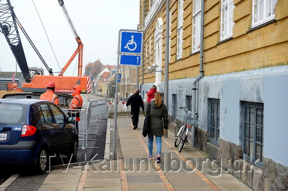 Patienter og andre gæster til Grand kan stadig komme frem til indgangen. Foto Jens Nielsen