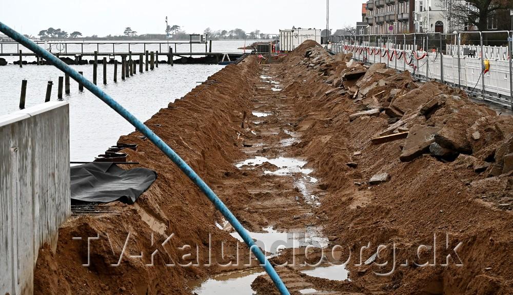 De store betonelementer der skal udgøre højvandssikringen mod Vestre Havnsvej er blevet fjernet igen. Foto: Jens Nielsen