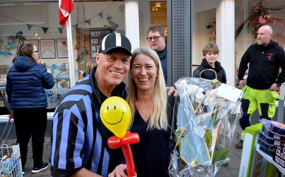 Mette Thrane sammen med Hr. Plys. Foto: Jens Nielsen