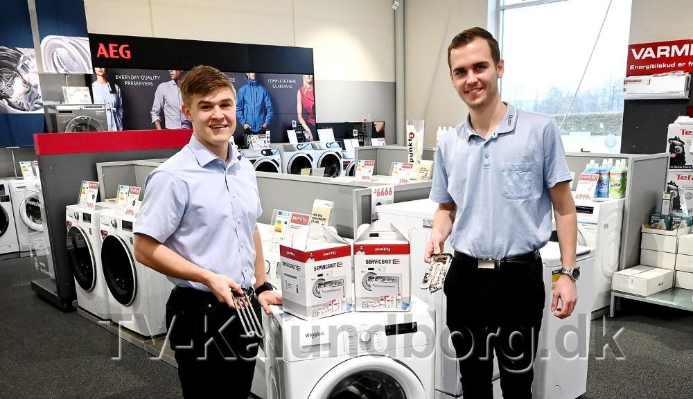 MikeLarsen og Mike Jensen, begge elever hos Punkt1 i Kalundborg, er klar til at sætte ekstra fokus på kalkproblemer i opvaske- og vaskemaskiner. Foto: Jens Nielsen