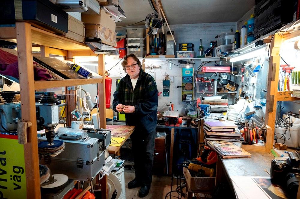 Mikael Hansen i sit værksted. Foto: Jens Nielsen