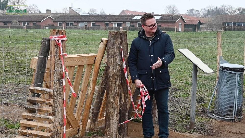Formand for Gørlev Lokalråd Jonas Henriksen bød indenfor i den nye hundeskov. Foto: Jens Nielsen