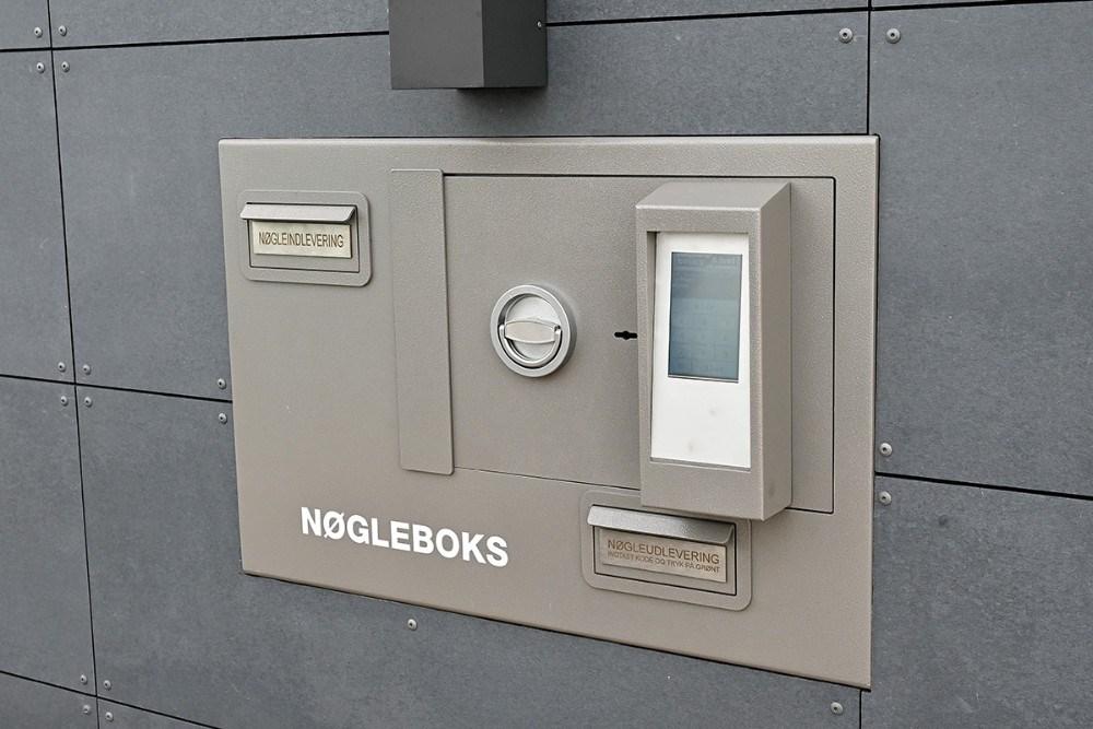 Den nye moderne nøgleboks, hvor kunden får tilsendt en kode som så giver adgang til bilens nøgle. Foto: Jens Nielsen