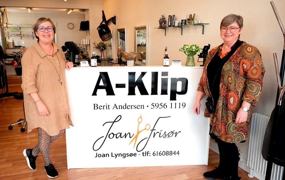 Berit Andersen og Joan Lyngsøe driver hver sin salon fra den samme adresse i Kordilgade 30. Foto: Jens Nielsen