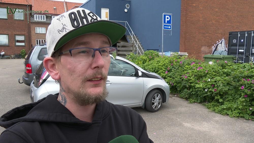Tim Kristensen hædret af Kino Den Blå Engel for indsatsen i forbindelse med den voldsomme brand. Foto: Jens Nielsen