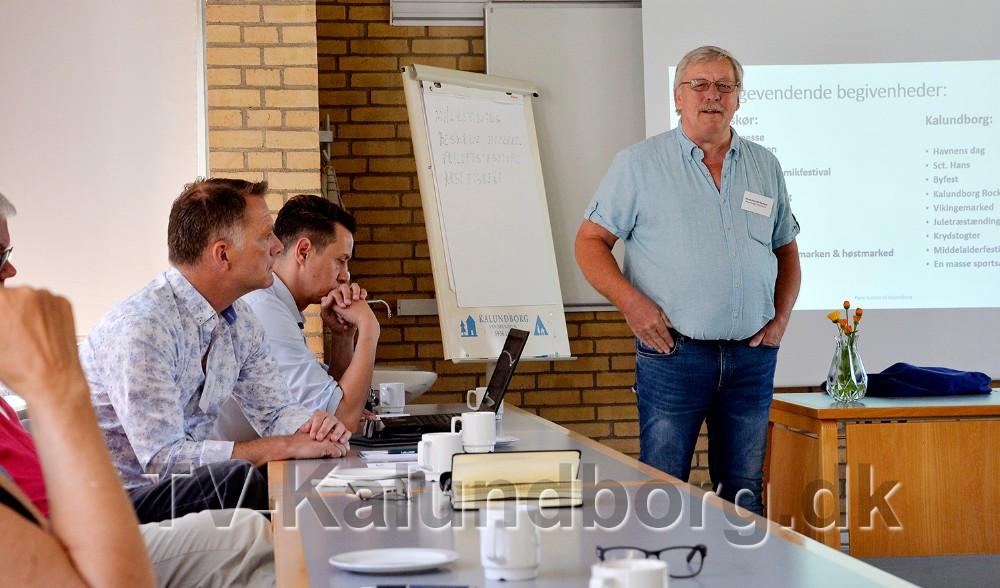 Formand for Kalundborg Turiskforening,Hans-Henrik Nielsen, bød velkommen til mødet. Foto: Jens Nielsen