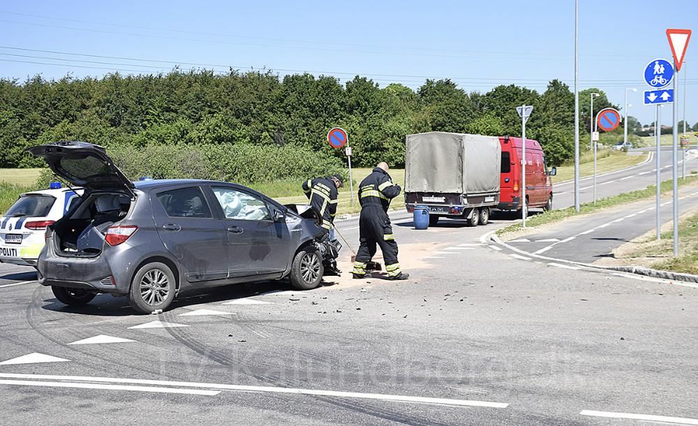 Trafikuheld i krydset på Stejlhøj, hvor man for få uger siden ændrede vigepligtsreglerne. Foto. Gitte Korsgaard.