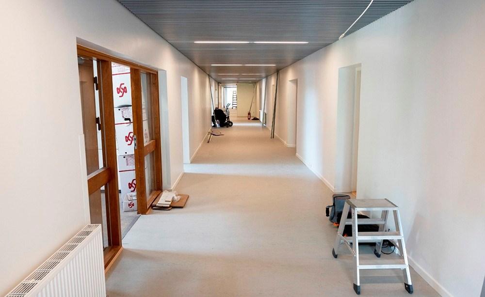 Den store brede gang med værelser på begge sider. Foto: Jens Nielsen