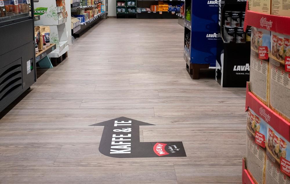 Pile på gulvet gør det nemmere for kunderne at finde varerne. Foto: Jens Nielsen