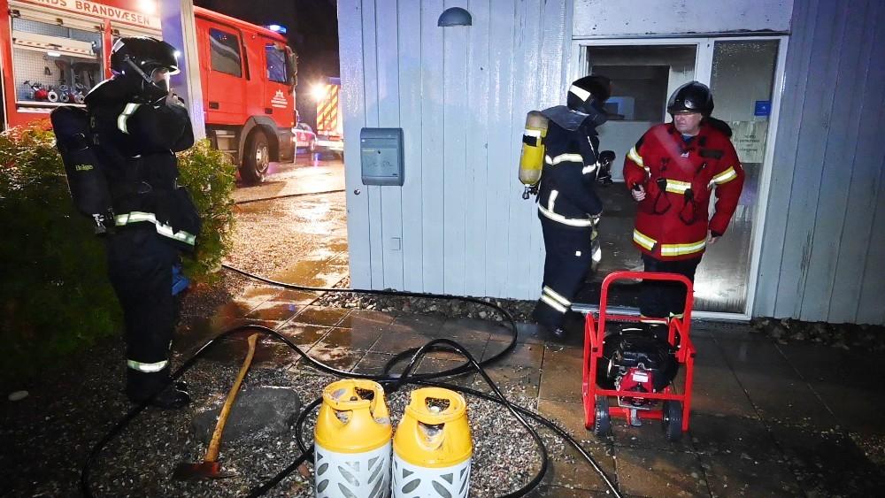 Vestsjællands Brandvæsen blev natten til søndag kaldt til brand i restaurant Just Curry. Foto: Jens Nielsen