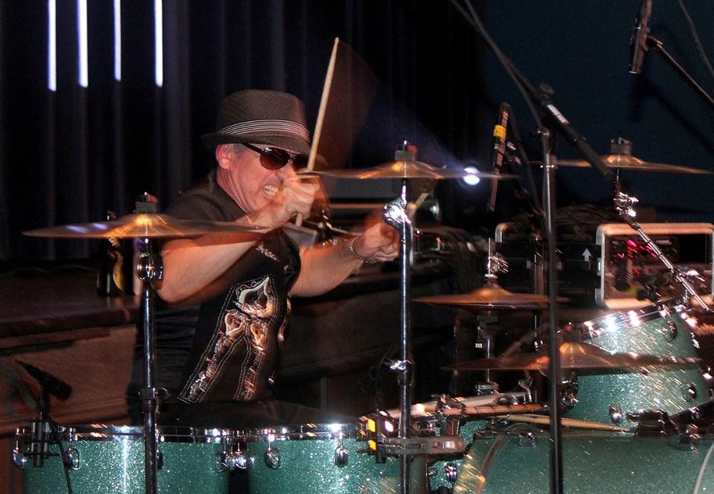 Kalundborgdrengen Michael ´Mini´ Fast sidder bag trommerne i Den Danske Mafia.