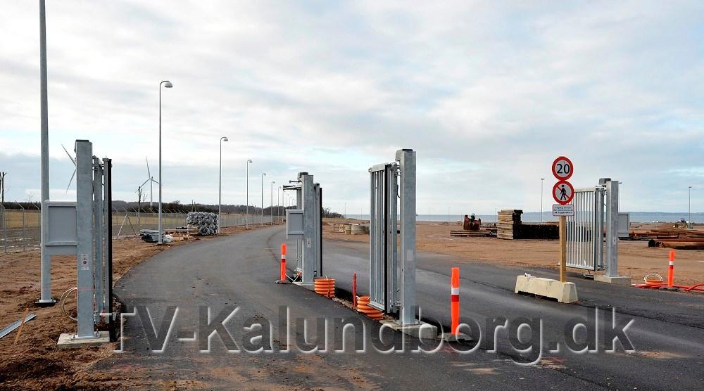 Portene til det nye havneområde er monteret. Foto: Jens Nielsen