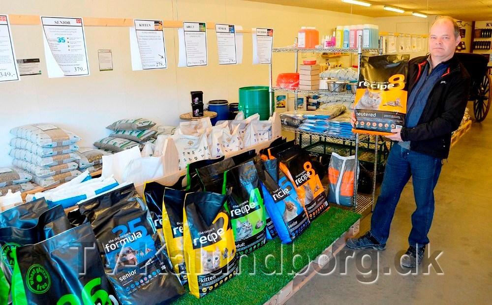 Johnny Johansson, indehaver af JMS Granit i Gørlev, klar med gode tilbud i forbindelse med Åbent Hus på lørdag. Foto: Jens Nielsen