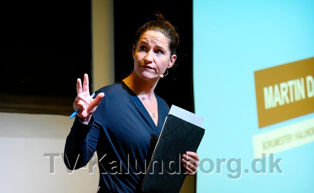 Nyhedsvært på TV2 News, Gertrud Højlund, styrede slagets gang. Foto: Jens Nielsen