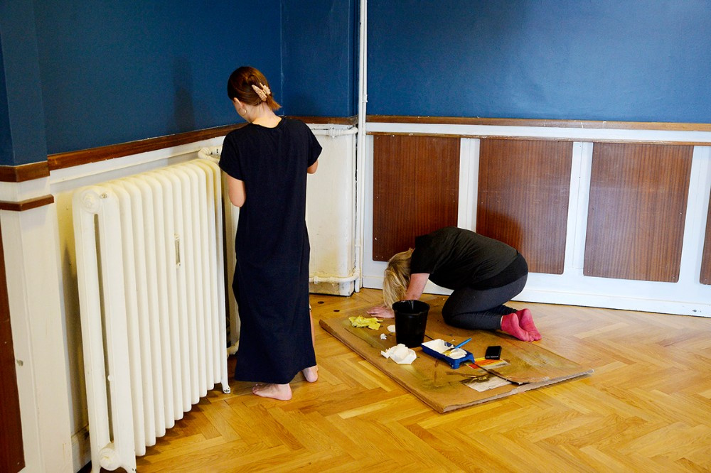 Der lægges sidste hånd på malerarbejdet. Foto: Jens Nielsen