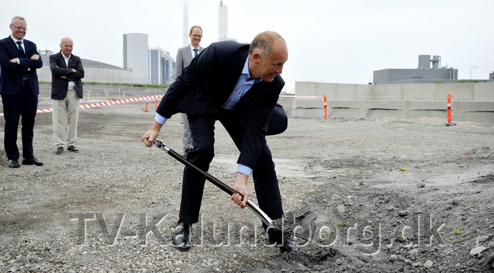 Borgmesteren tog første spadestik. Foto: Jens Nielsen