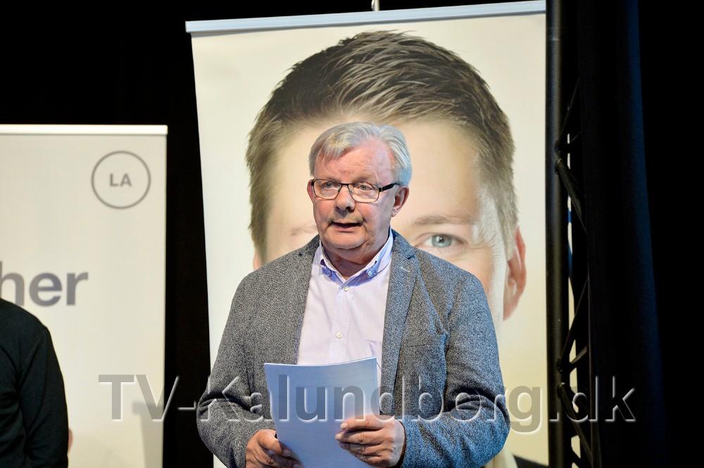 Journalist Bjarne Robdrup styrede valgmødet. Foto: Jens Nielsen