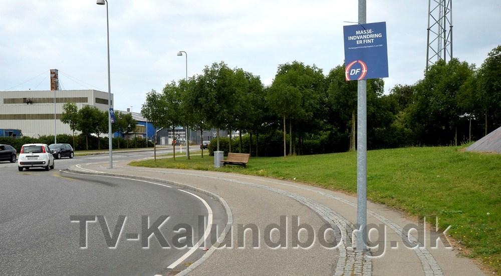 Plakaterne er bl.a. sat op i rundkørslen på Østre Havnevej/Sydhavnsvej i Kalundborg. Foto: Jens Nielsen