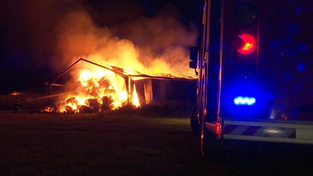 600 halmballer gik op i flammer natten til søndag. Foto: Jens Nielsen