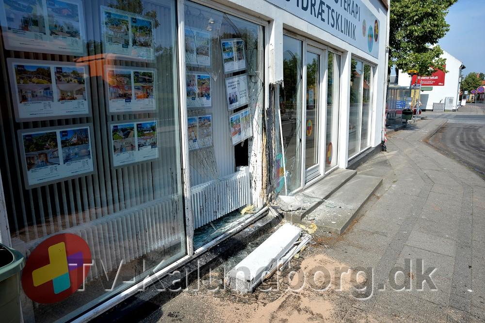 Der skete store skader på facaden hos Gørlev Fysioterapi og Idrætsklinik. Foto: Jens Nielsen