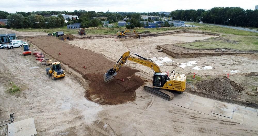 Entreprenørmaskinerne er godt i gang med jordarbejdet på Stejlhøj. Foto: Jens Nielsen