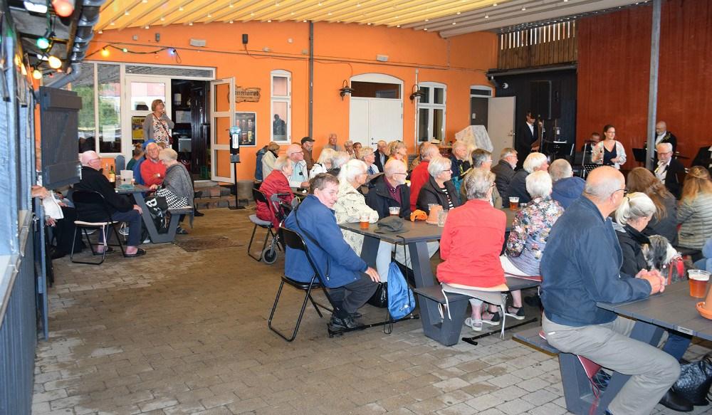 Fuldt hus til jazzkoncert på Kontoret lørdag formiddag. Foto: Gitte Korsgaard