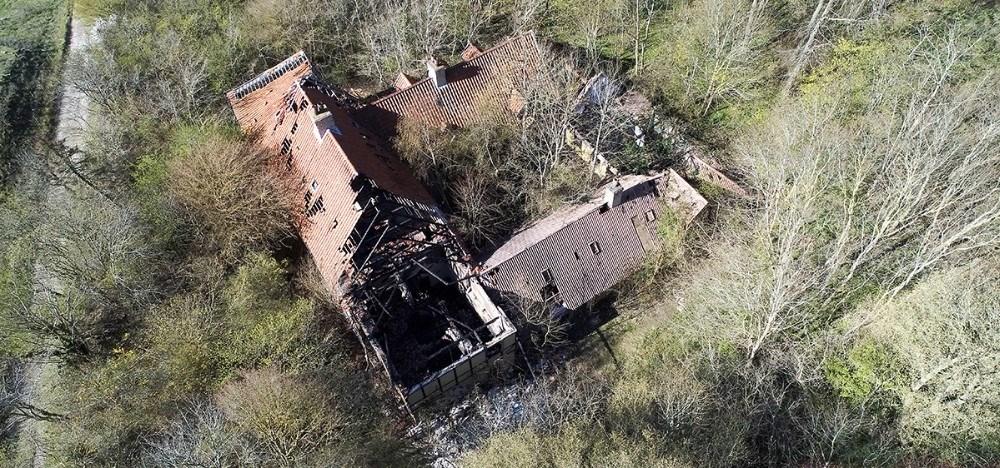 I dag er Klintegårdenen trøstesløs ruin, der gennem årene er blevet udsat for hærværk og flere brande, den seneste i marts i år. Foto: Jens Nielsen