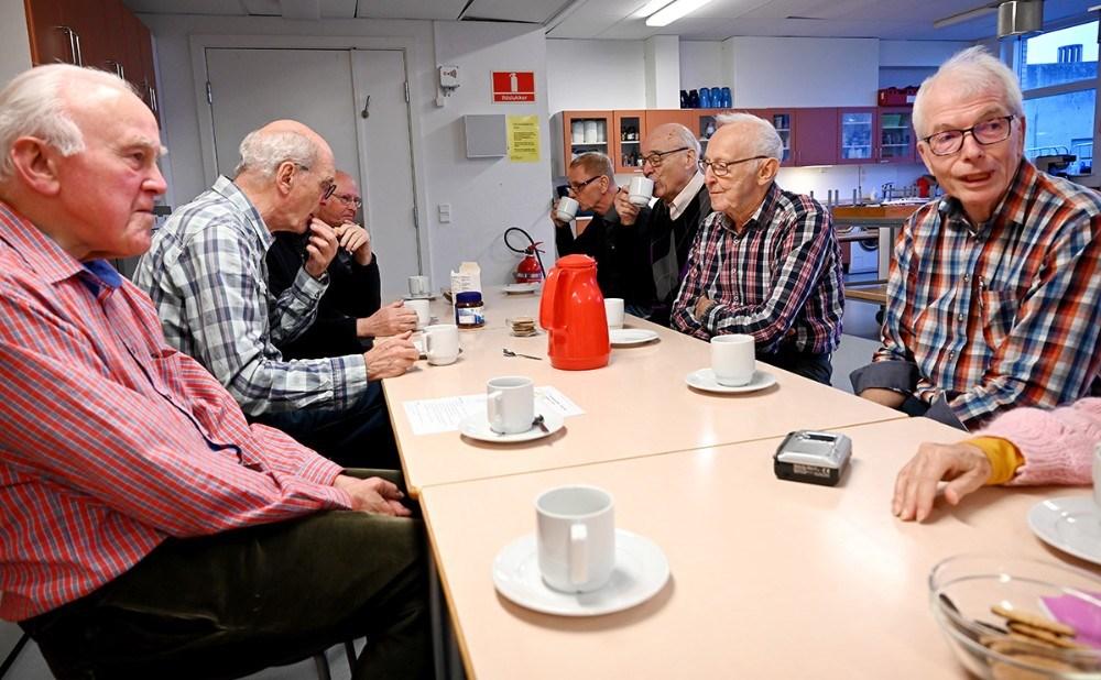Der startes altid med en kop kaffe og en småkage. Foto: Jens Nielsen
