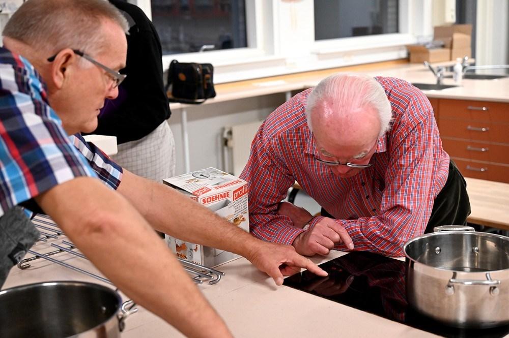 Hvordan er det nu man tænder for den kogeplade. Foto: Jens Nielsen