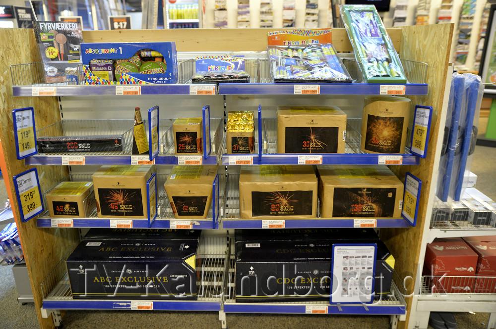 Alt fyrværkeri som udstillet i butikken skal være såkaldte attrapper uden krudt. Foto: Jens Nielsen