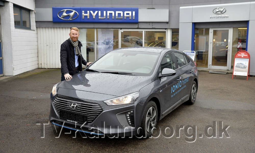 Salgsansvarlig Brian D. Holse, klar til at vise kunderne den nye Hyundai Hybridbil i weekenden. Foto: Jens Nielsen