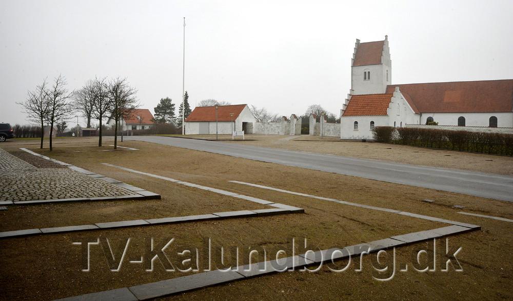 Adgangsforholdene mellem kirken og sognehuset skal gøres mere trafiksikker. Foto: Jens Nielsen